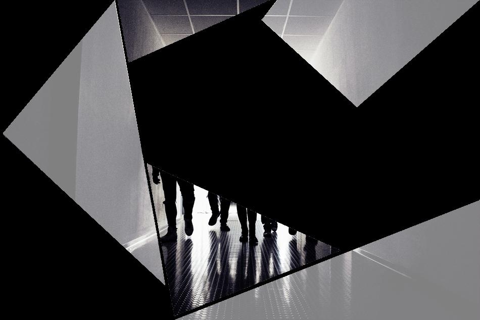 Puzzelteil 5 - Bandfoto - Stone Cold Love - 5 Personen im Schatten - Band im stilvoll beleuchteten Gang - preload Image 5
